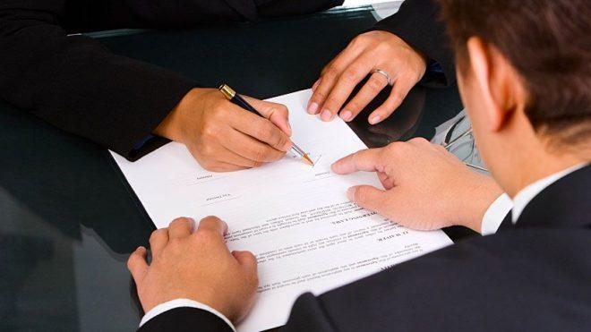 Le seul fait pour un employeur d'insérer une clause de non concurrence dans le contrat de travail n'oblige pas le salarié à la respecter