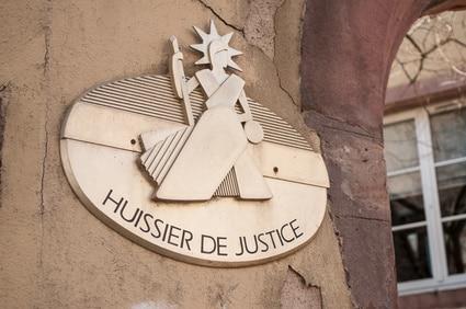mise en œuvre de la clause résolutoire se fait exclusivement par acte d'huissier