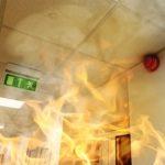 Incendie dans les locaux loués : les conséquences sur le bail commercial
