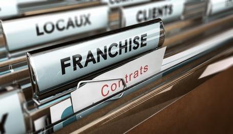 Absence de clause d'exclusivité territoriale dans un contrat de franchise : L'implantation possible de nouveaux franchisés dans une zone déjà occupée par un commerçant