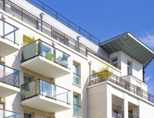 Vente d'un immeuble loué: sur qui pèse la charge des travaux de mise en conformité du bien ?