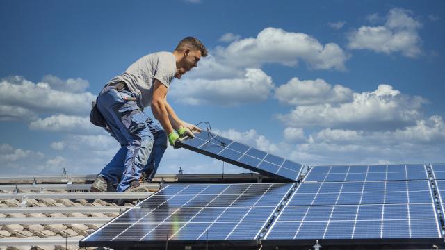 Est-ce que la rentabilité économique d'une installation photovoltaïque est un élément essentiel du contrat ?